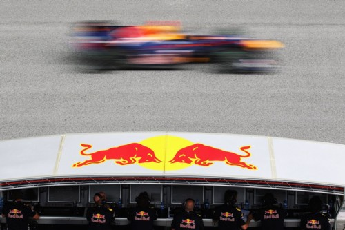 Sebastian Vettel (GER), Red Bull Racing, drives past his team on the pitwall, Malaysian Grand Prix, Sepang Circuit, 04.04.2010 Kuala Lumpur, Malaysia / Copyright: Mark Thompson / Getty Images